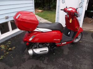 Kymco 200cc scooter - new, off lot