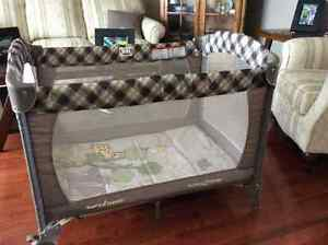 Pack and Play/Bassinet - only used at grandparent's home Peterborough Peterborough Area image 2