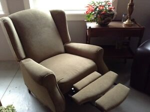 Antique style recliner