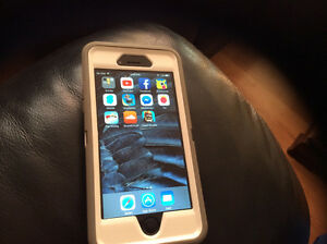 iphone 6 space gray 16 GB (one year old) mint condition