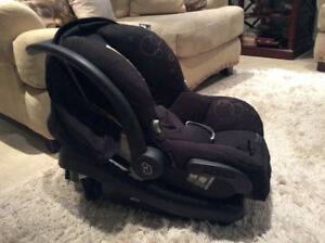 CAR SEAT AND BASE IN MINT CONDITION ** PRICE SLASHED HUGE !!