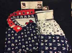 MLB licensed 4 piece New York Yankees crib set and curtains
