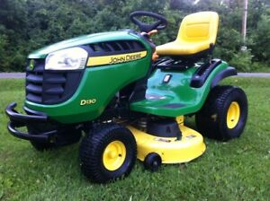 JOHN DEERE D130 LAWN TRACTOR*IMMACULATE CONDITION*