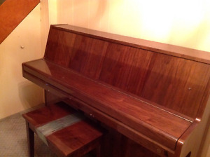 SAMICK CONSOLE PIANO w/ Matching Bench