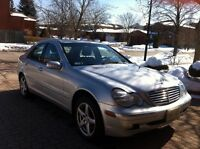 2002 MERCEDES-BENZ C320 - 60,000 KM - SHOWS LIKE NEW