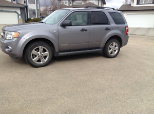 2008 Ford Escape AWD XLT Accident Free, Leather, Sunroof 3.0 V6