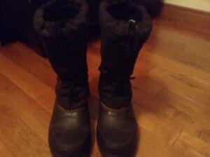 Mens winter boots, brown new condition