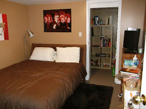 STUDENT HOUSE - $425 ALL INCLUSIVE (3 BEDROOMS)