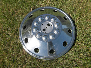 Very large hubcap .. 20 inch .. Highway tractor? ... Motor home? London Ontario image 1