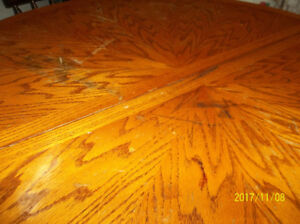 SOLID ROUND OAK TABLE