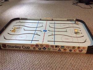 Table de hockey de marque Coleco Vancouver, Mtl et Toronto