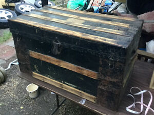 SALE! Antique trunk with wooden inside tray (A194)