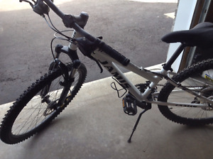 Jamis Trail X Mountain Bike: Barely Used