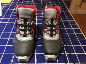 Price Lowered! Fischer SNS Profil Boots - Excellent Condition