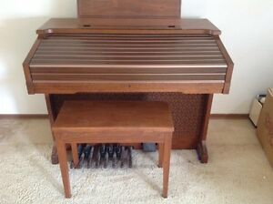 Yamaha electric organ model C60