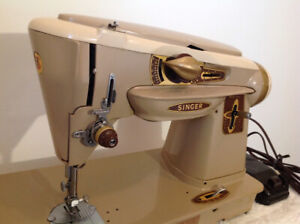 """Class 500 SINGER """"Rocketeer"""" sewing machine + accessories"""