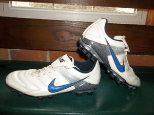 NIKE Men's Soccer Cleats (Excellent Condition!)