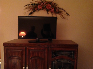 """LG 32"""" TV MUST SELL"""