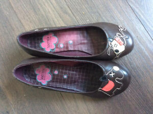 Selling girl/women's low heel leather shoes size 6 Edmonton Edmonton Area image 1