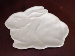 "WHITE BUNNY PLATE ""PIER 1 IMPORTS"" NEW! 10"" X 7"""