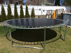 TRAMPOLINE 15PIEDS, SANS FILET PROTECTION, BON ETAT, VOIR PHOTOS