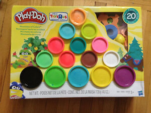 PLAY-DOH MOUNTAIN OF COLOURS......BRAND NEW!