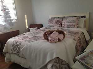 Room in beautiful house with in ground pool. Walk to Fleming