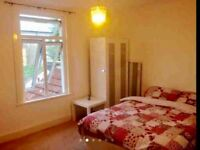 Large double room to let all bills included, single or couples, renovated shared house .se