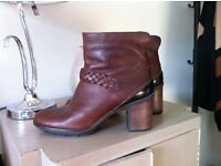 Clarks ladies Leather size 9 boots as new