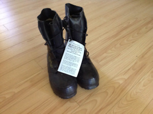 US military extreme cold weather bunny boots size 5R