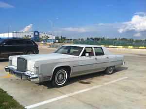 Classic 1977 Silver Lincoln Continental with 400 cu.in engine!
