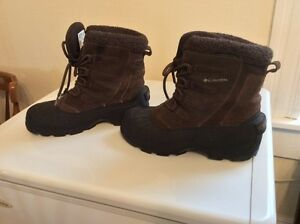 ** LOOK! LADIES COLUMBIA BOOTS - CHEAP!