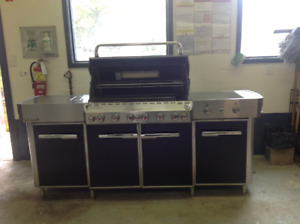 NEW WEBER GRILL CENTRE - NEVER USED - $3600