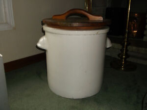 LARGE CERAMIC CROCK Kawartha Lakes Peterborough Area image 1
