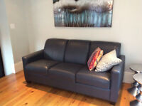 Great deal beautiful leather sofa set new condition!