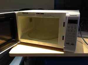 Panasonic 1.2 CuFt Microwave oven