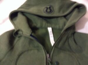 Lululemon green sweater, zipup hoodie, top great condition  London Ontario image 3