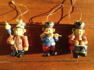 Figurines d'oursons de parade (ornements, boules de Noël)