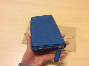 BURBERRY EMBOSSED CHECK LEATHER ZIPAROUND WALLET+CARD CASE Kitchener / Waterloo Kitchener Area image 5