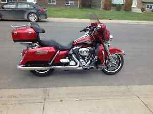 2013 Harley Electra Glide Classic Two Tone Red $17,500 Obo