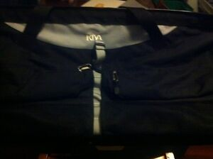 Kiva large wide-mouth duffle/luggage bag