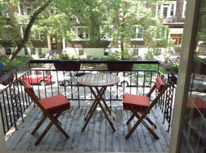 Room for rent in beautiful apartment in Mile-end