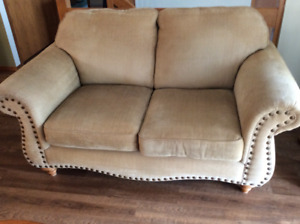 Kroehler Love Seat looking for a new home