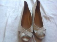 Flore ladies low wedge heels toe shoes beige size: 5/38 used £4