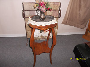 Antique solid oak plant stand-very ornate Kitchener / Waterloo Kitchener Area image 1