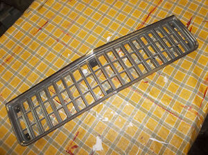 1986 to 1990 Chev Caprice grille ..... nice used London Ontario image 1