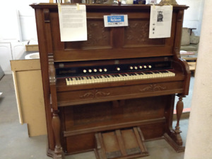 Antique Reed Pump Organ - MUST SEE