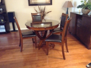 Dining room set, excellent condition