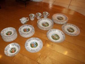 Set de vaisselle antique à vendre