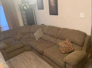 LIGHT BROWN 5-7 SEATER COUCH W/ PULL-OUT BED!